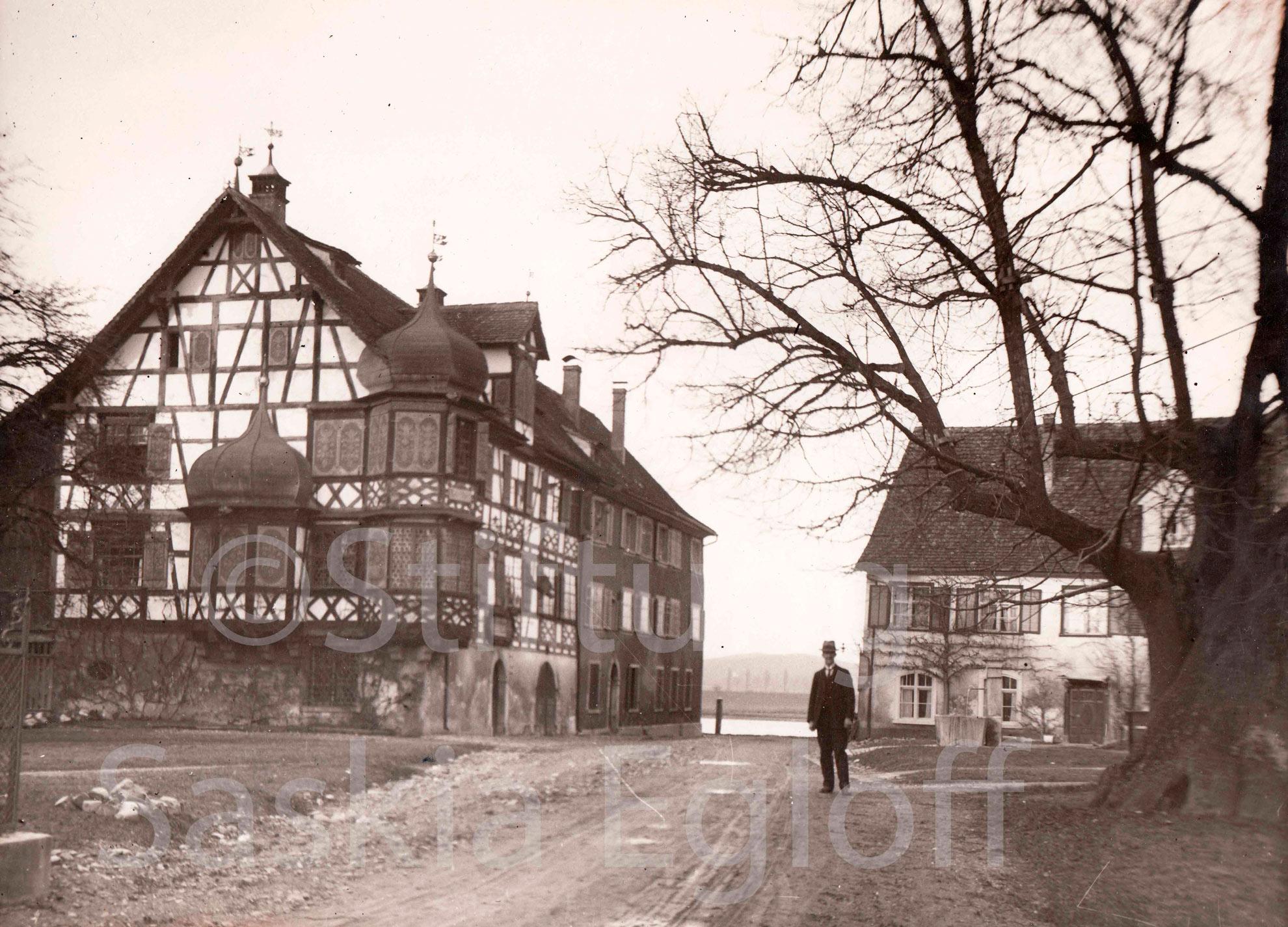 Drachenburg Gottlieben mit Lehrer Greuter
